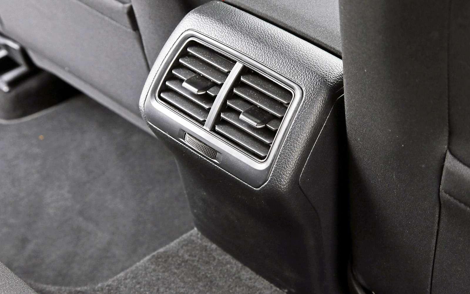 VWGolf GTI против Infiniti Q30—  кто любит погорячее— фото 710191