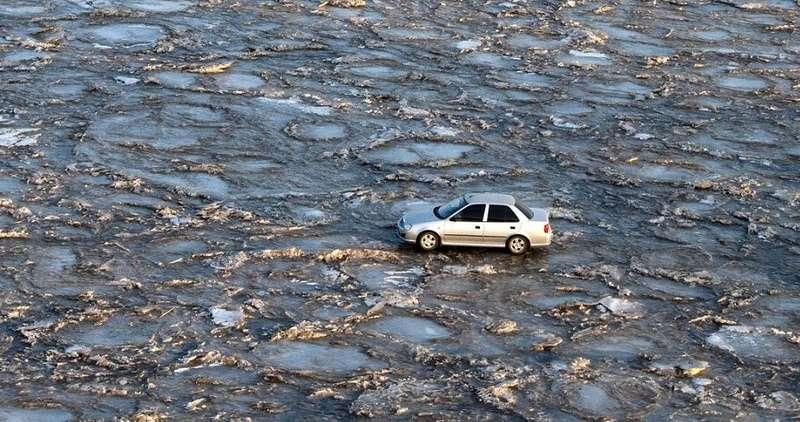 Китаец перехал реку Хуанхэ польду, чтобы не платить запроезд помосту
