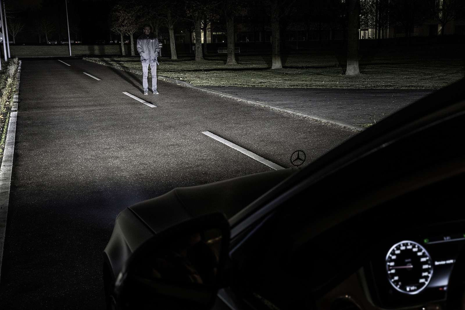 «Ярисую наасфальте»: Mercedes-Maybach представил уникальные фары— фото 851486