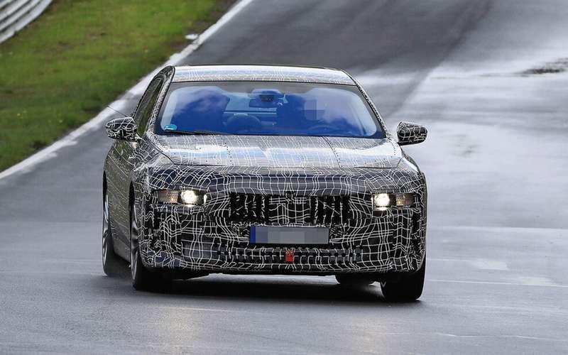 Новая «семерка» BMW: другая платформа и дата дебюта