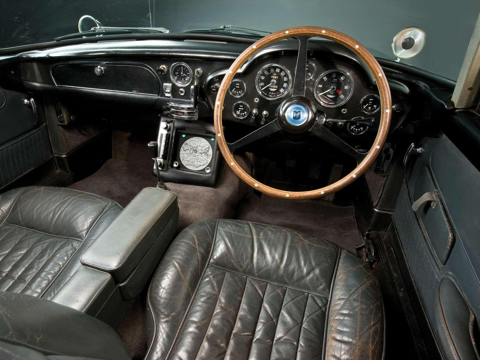 Автомобиль Джеймса Бонда с пулеметами и сменными номерами запустят в серию — фото 897356