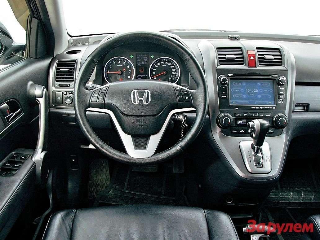 Пуск двигателя кнопкой предлагает только RAV4.