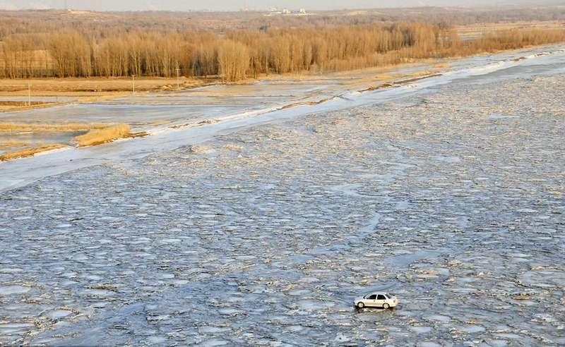 Китаец перехал реку Хуанхэ польду, чтобы неплатить запроезд помосту