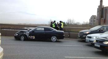 В Красноярске водитель спрыгнул смоста после ДТП