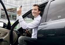 счастливый обладатель автомобиля