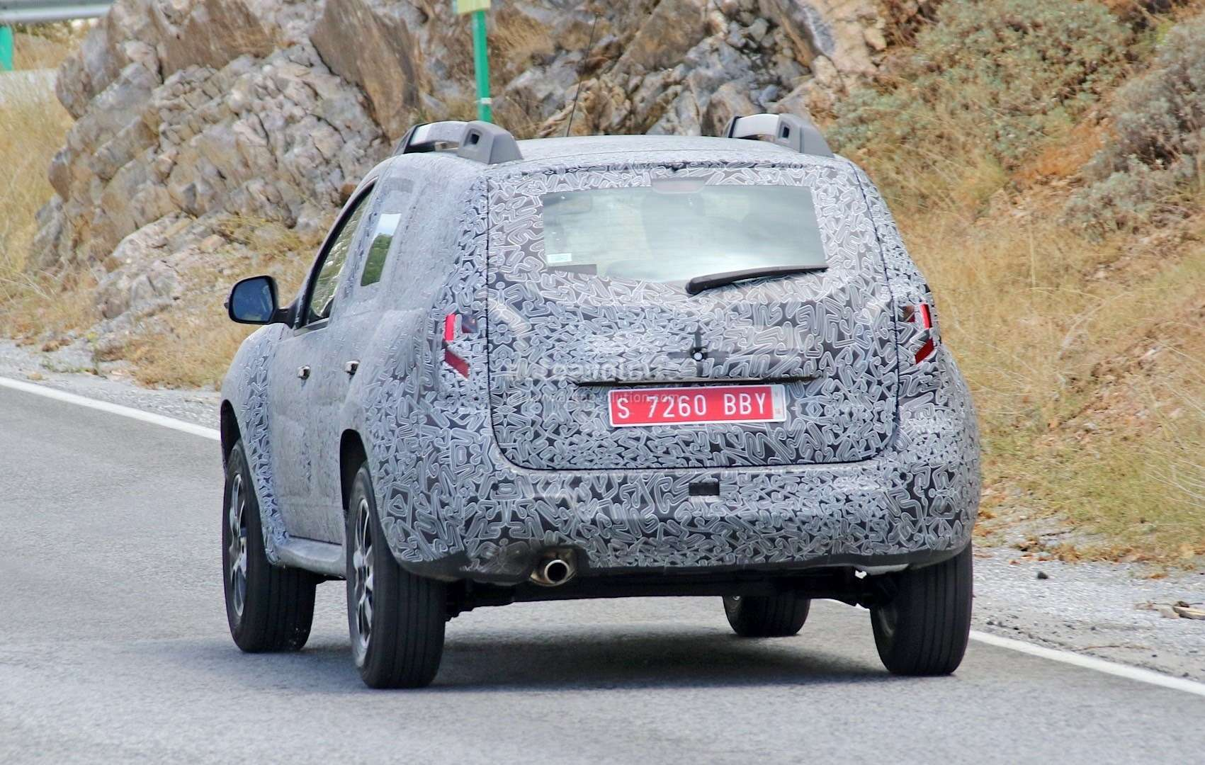 all-new-dacia-duster-caught-in-first-spyshots-plus-dacia-novelties-for-frankfurt-photo-gallery_9