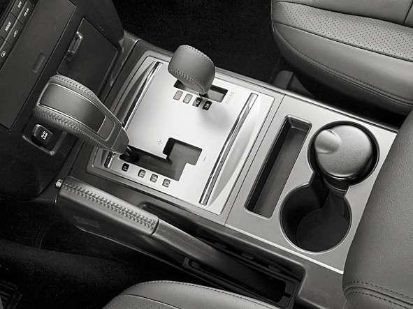 Mitsubishi_Pajero_SUV 5door_2006(1)