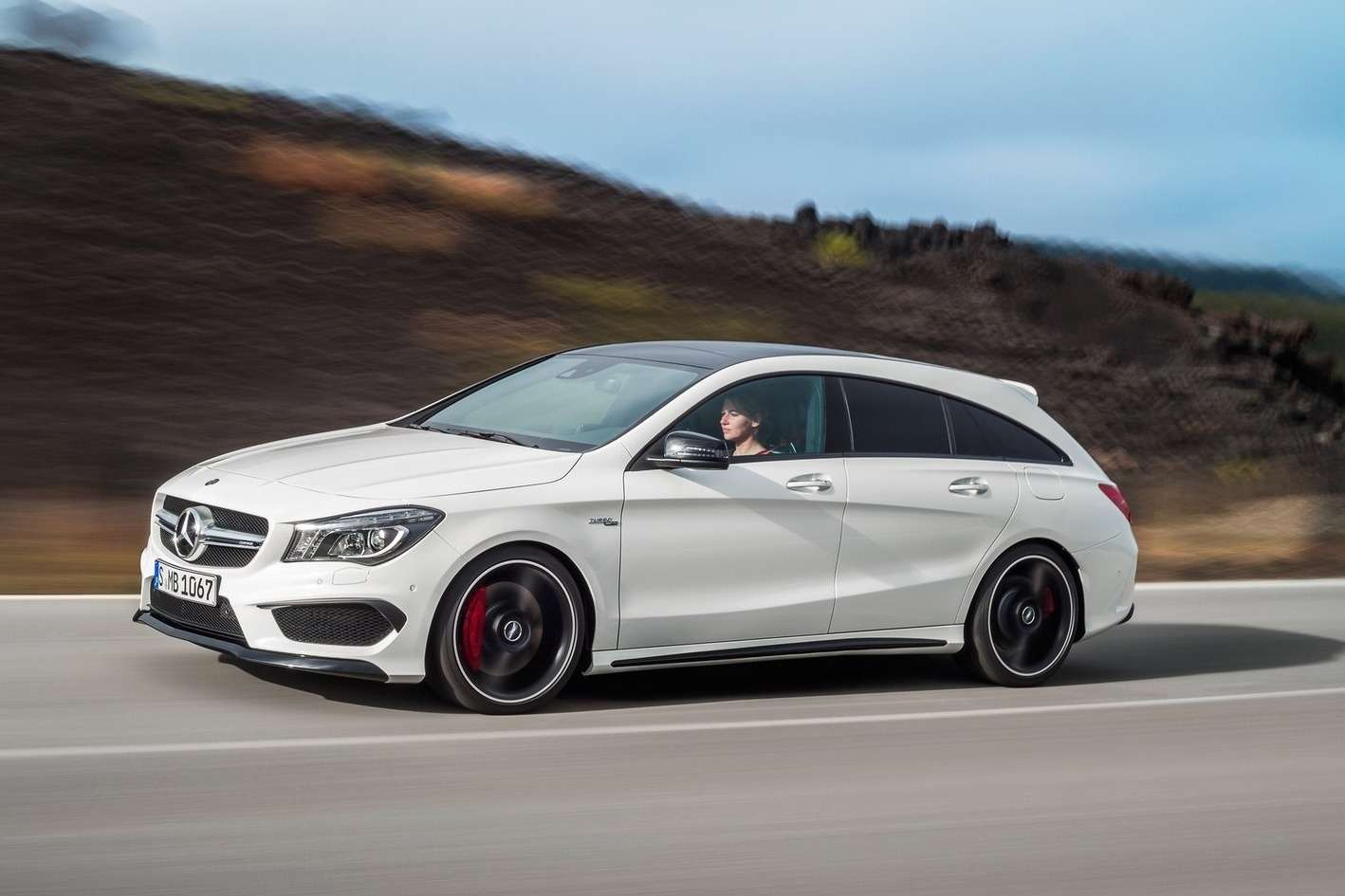Mercedes-Benz-CLA45_AMG_Shooting_Brake_2016_1600x1200_wallpaper_02