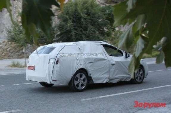 Restyled Renault Megane Estate side-rear view