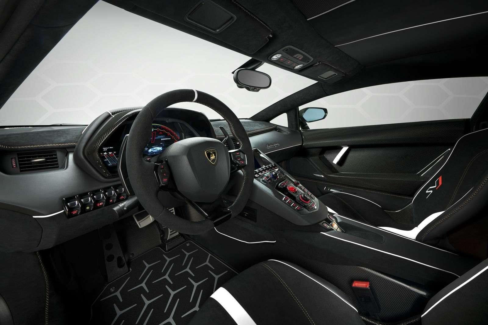 Lamborghini представила самый быстрый суперкар всвоей истории— фото 898578