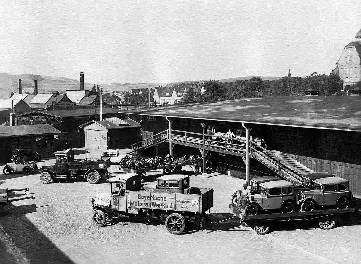 Те, кому за100: самые старые производители автомобилей— фото 589228