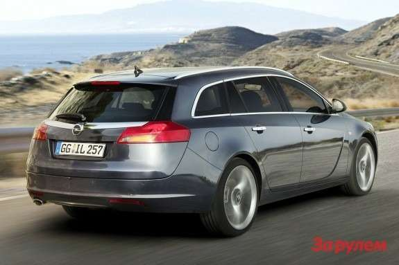 Opel Insignia Sports Tourer side-rear view