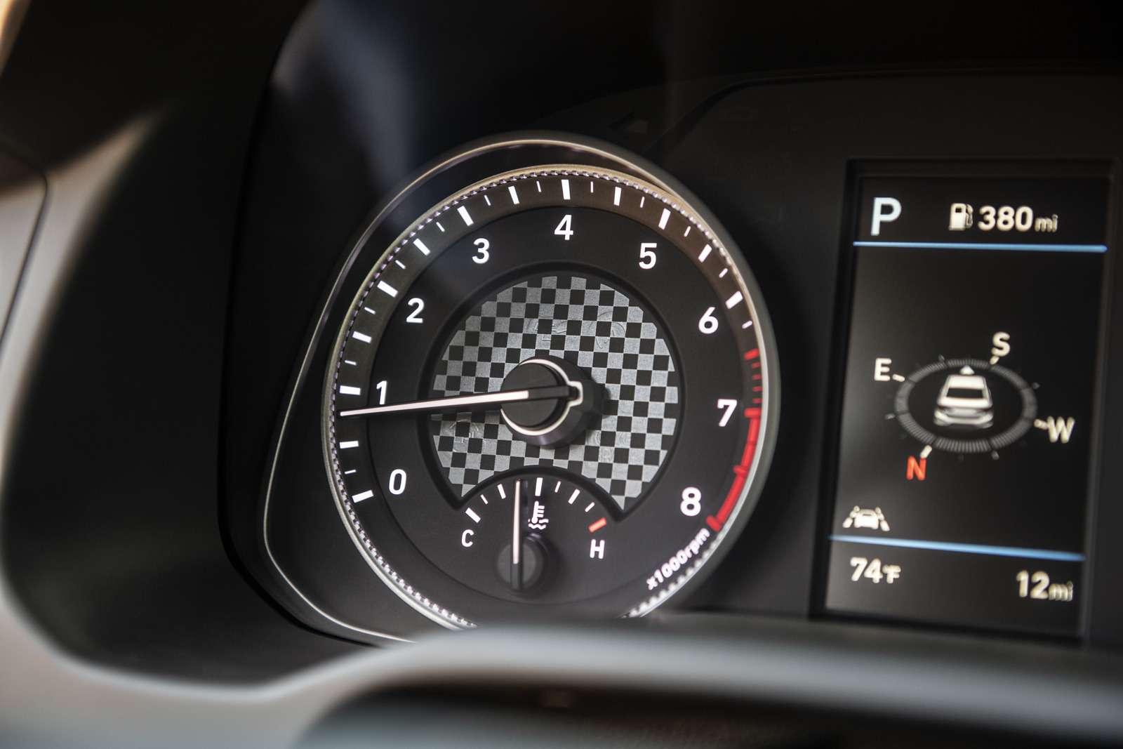 Обновленная Hyundai Elantra: треугольные фары иулучшенная безопасность— фото 898229