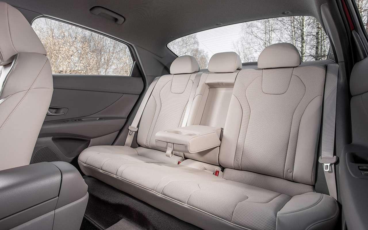 Новая Hyundai Elantra: 4плюса и2недостатка (зато цена хорошая)— фото 1236921