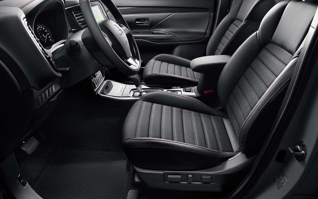 У Mitsubishi Outlander новая серия— черно-белая— фото 1159874