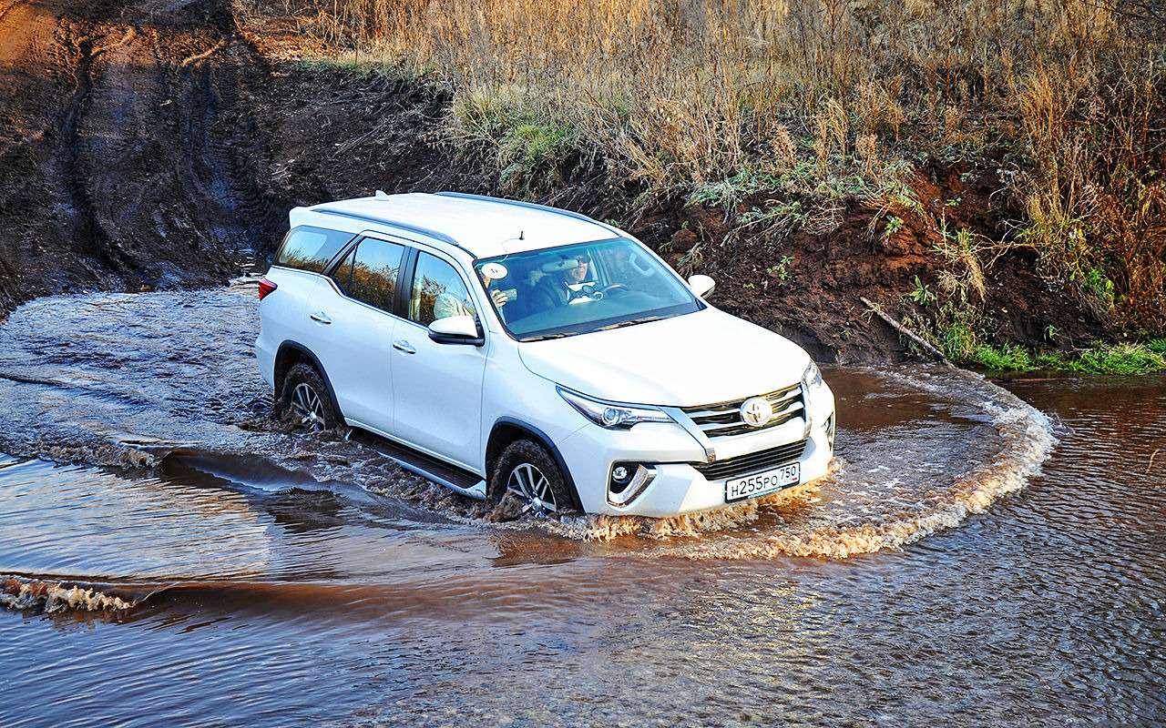 Toyota Fortuner: первый тест-драйв— фото 820539