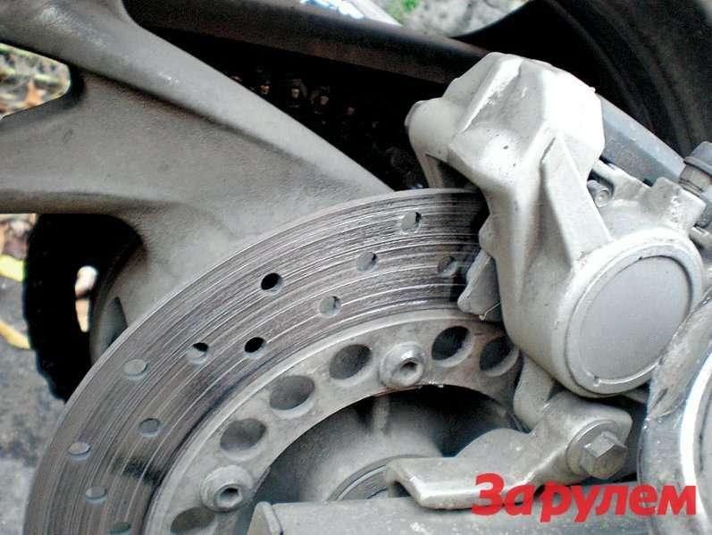 «Сожранный» диск заднего тормоза - следствие закисания суппорта.