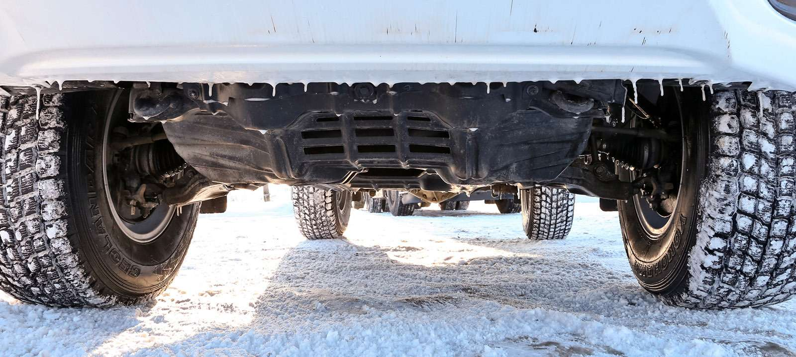 Пикапы Toyota Hilux Arctic Trucks: 4х4или 6х6?— фото 745684