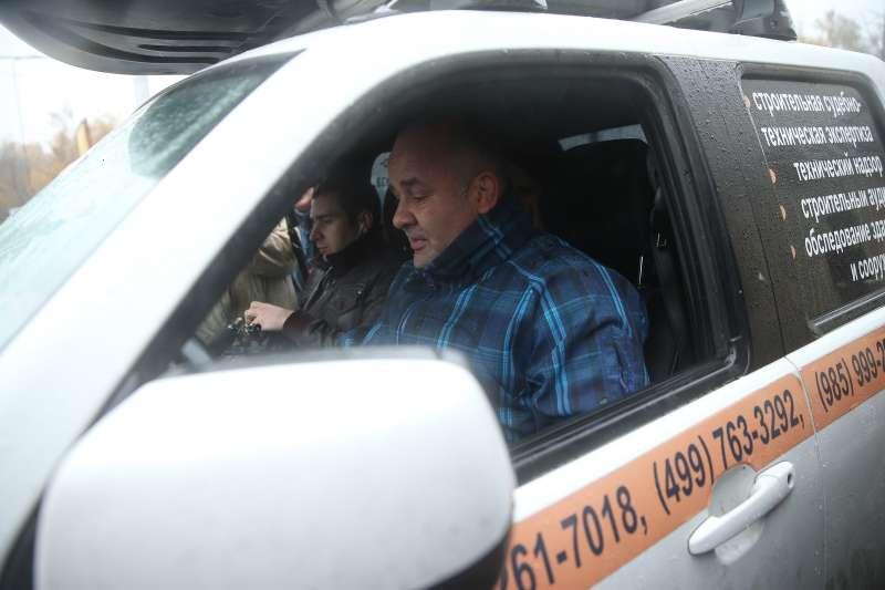 Водитель не дал эвакуировать свой автомобиль, просидев всалоне 22часа