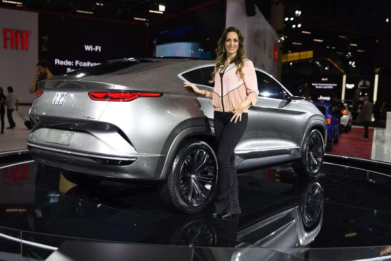 Фиат представил концептуальный автомобиль купе-кроссовера Фиат Fastback