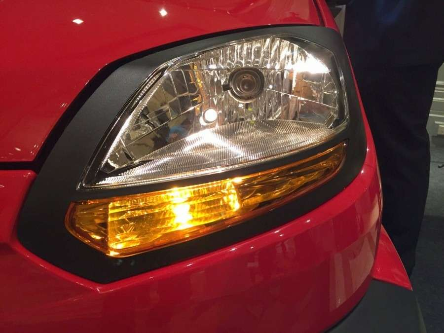Bajaj-Qute-headlamp-during-unveil-in-India-900x675