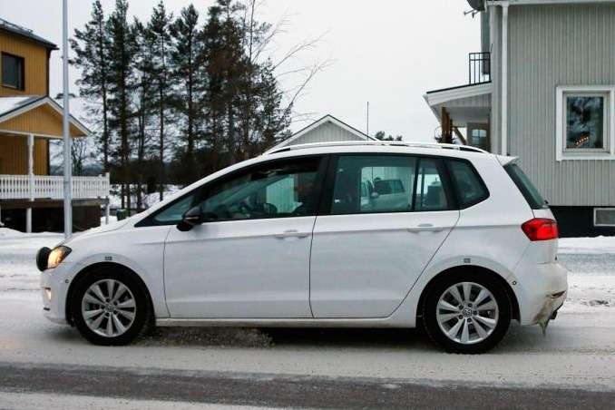vw-golf-sportvan-5_no_copyright