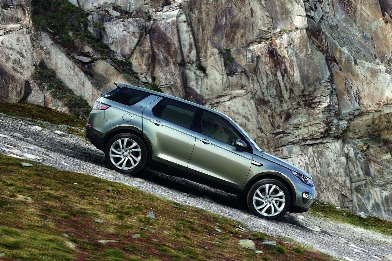 Land_Rover-Discovery_Sport_2015_1600x1200_wallpaper_10