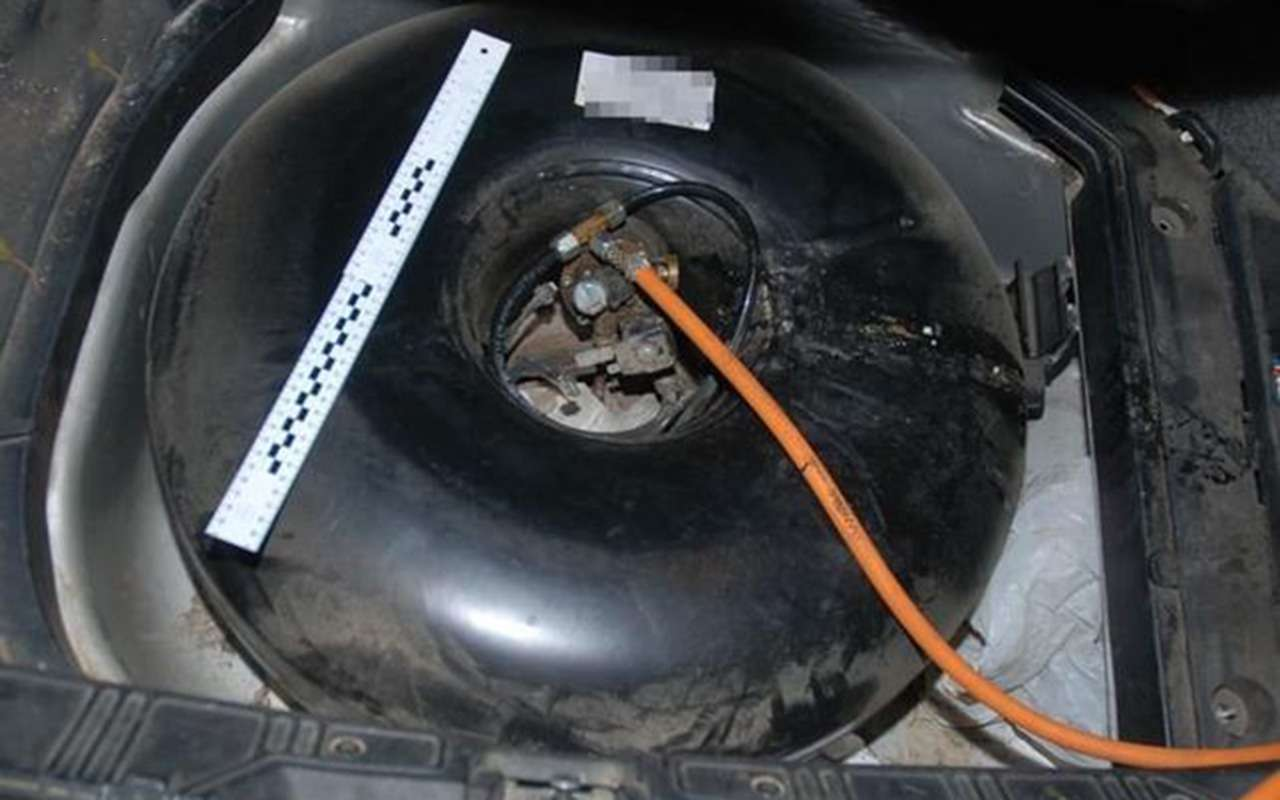 Владелец автомобиля сГБО решил заправить его отдомашнего баллона— фото 915713