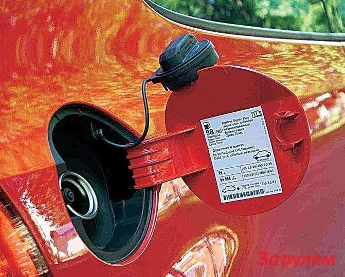 6Шнурок, которым «привязана» пробка бензобака, наморозе теряет эластичность ине дает повесить пробку налючок.