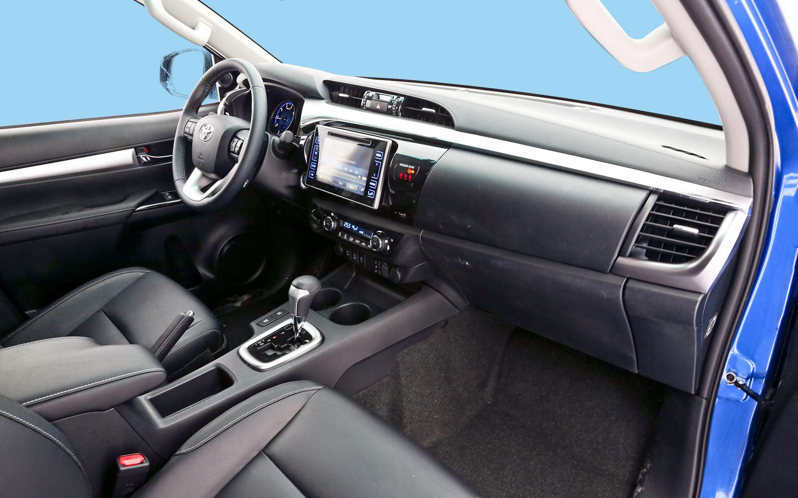 Пикапы Isuzu D-Max, Mitsubishi L200и Toyota Hilux: на«обортаж»!— фото 698433