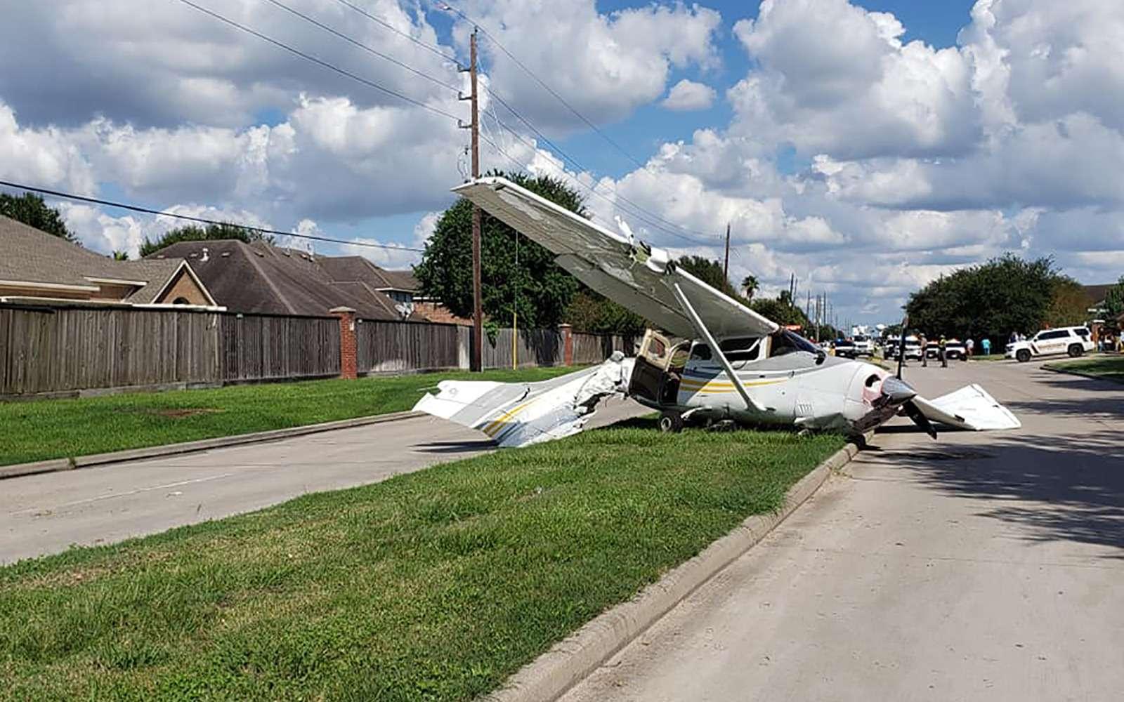 Ничего необычного: самолет столкнулся сТеслой— фото 907618