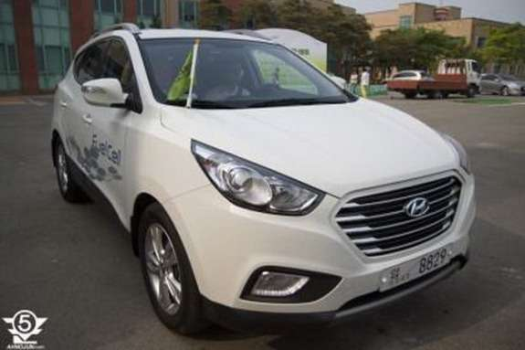 Hyundai ix35 FCEV side-front view