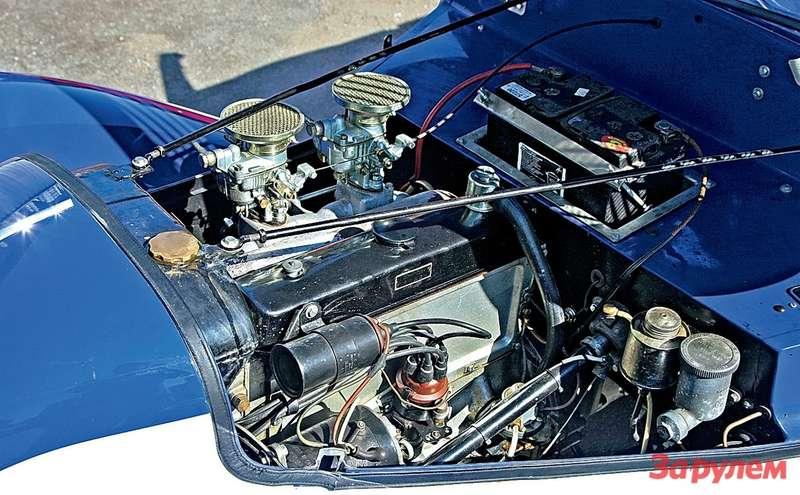 Мотор сдвумя карбюраторами выглядит иработает так, словно неминуло 70лет.