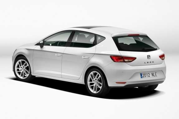 New SEAT Leon side-rear view