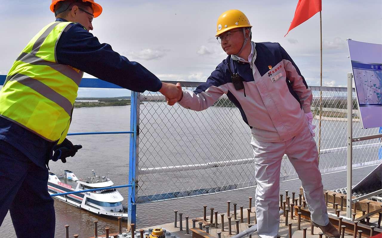 540метров, 28лет и20миллиардов рублей— Россия иКитай навели мосты— фото 977707