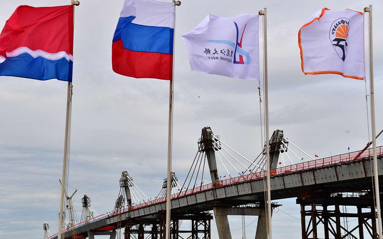540метров, 28лет и20миллиардов рублей— Россия иКитай навели мосты— фото 977703
