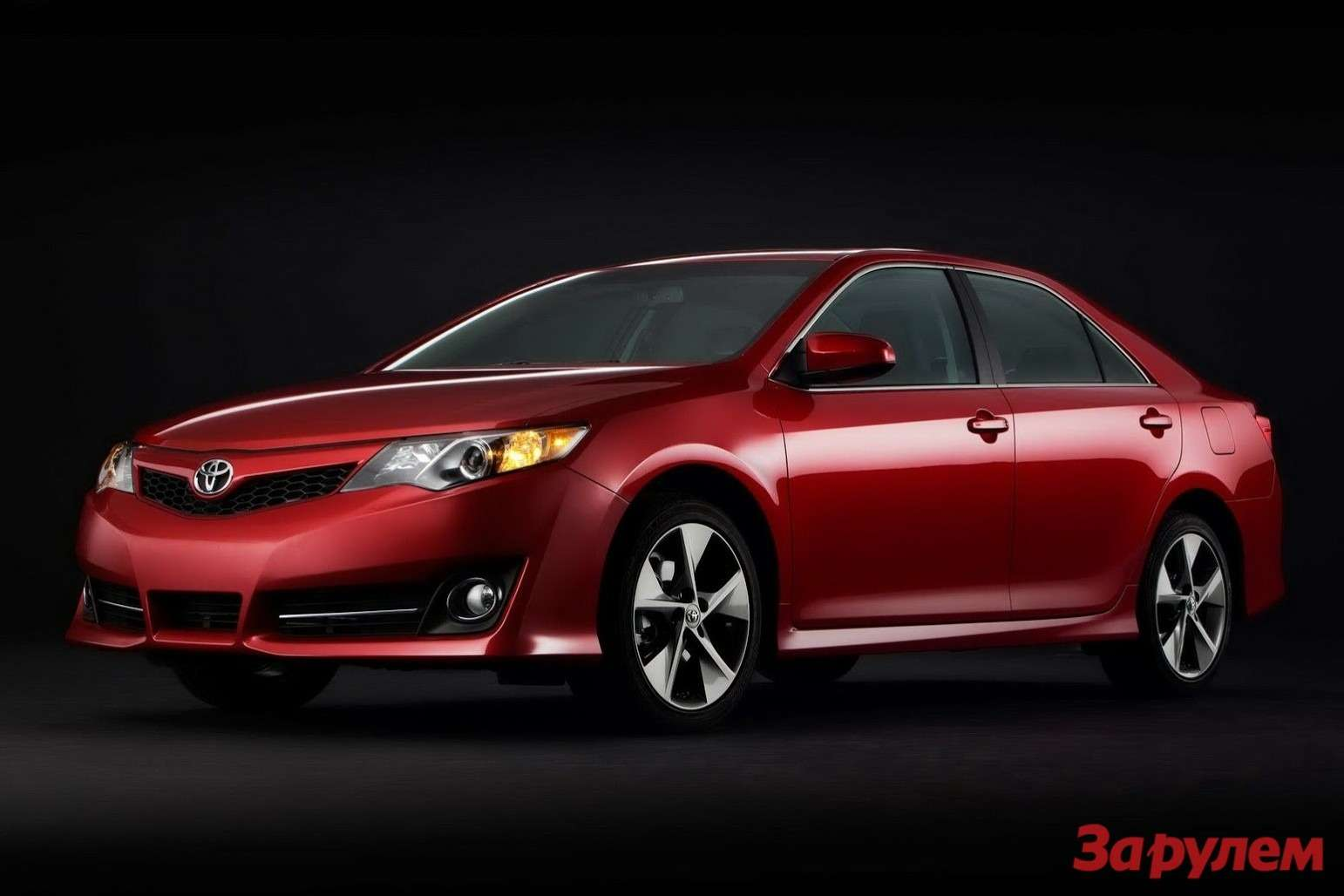 2013-Toyota-Camry[3]