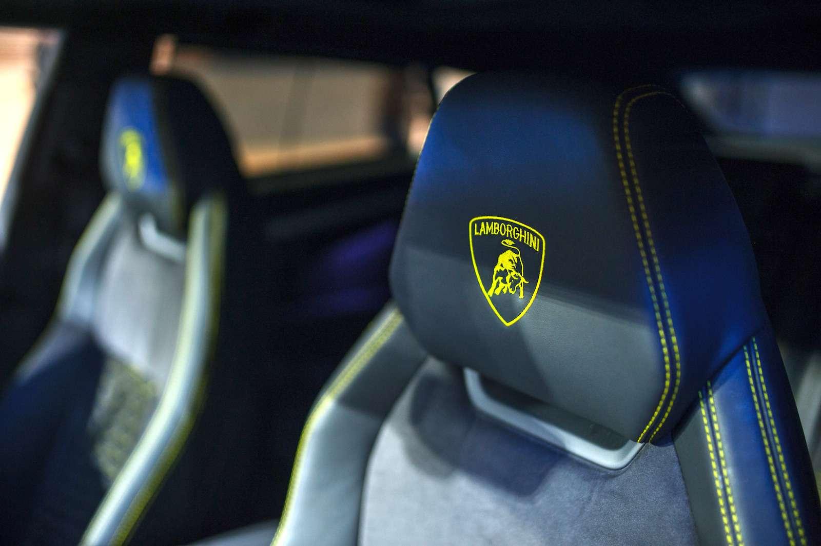 Lamborghini привезла вРоссию автомобиль, который небоится «лежачих полицейских»— фото 845789