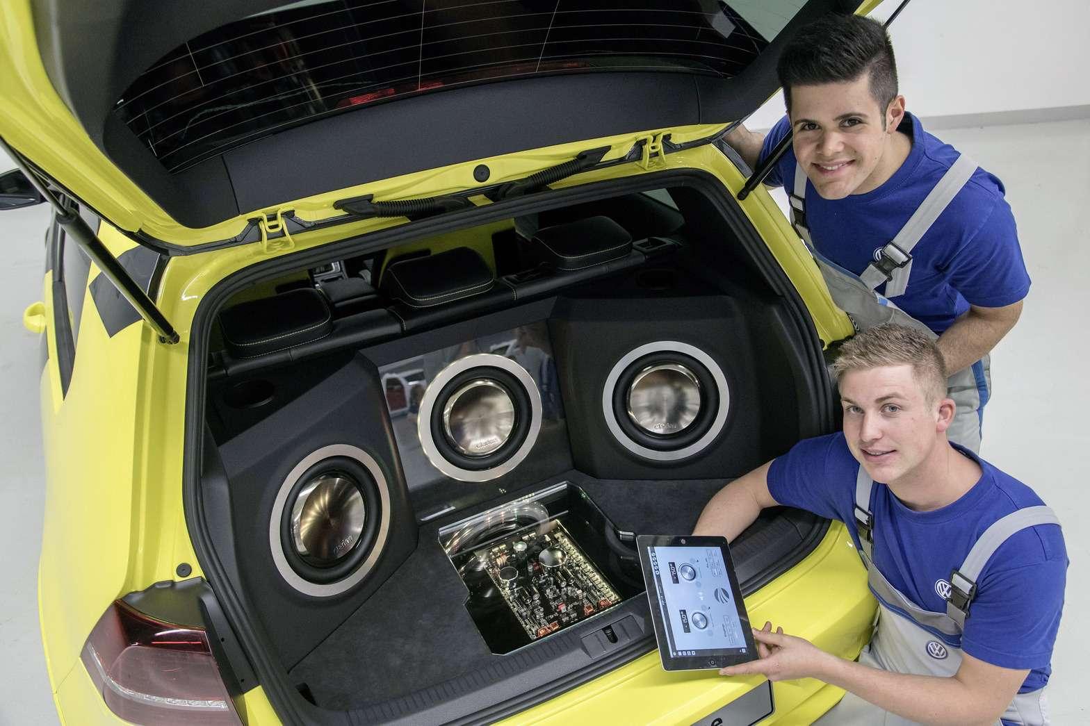 VW-Golf-GTI-Dark-Shine-25
