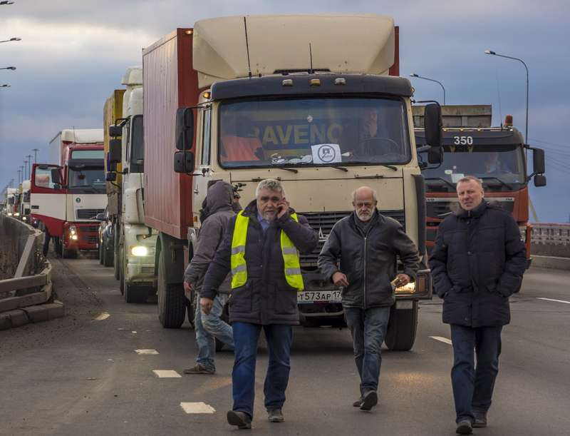 Truck drivers protest against Platon ETC system inStPetersburg