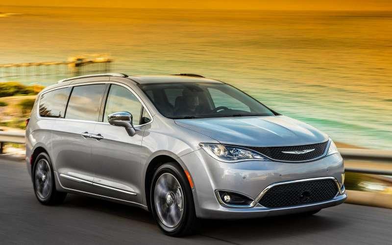 Стали известны русские ценники наминивэн Chrysler Pacifica