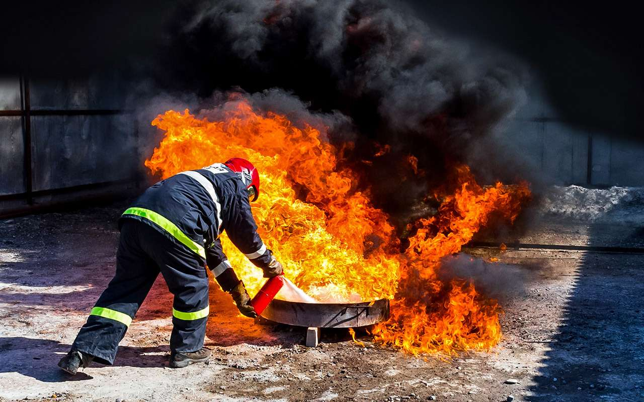 8 огнетушителей: эксперты «Зарулем» выбрали правильные— фото 976817