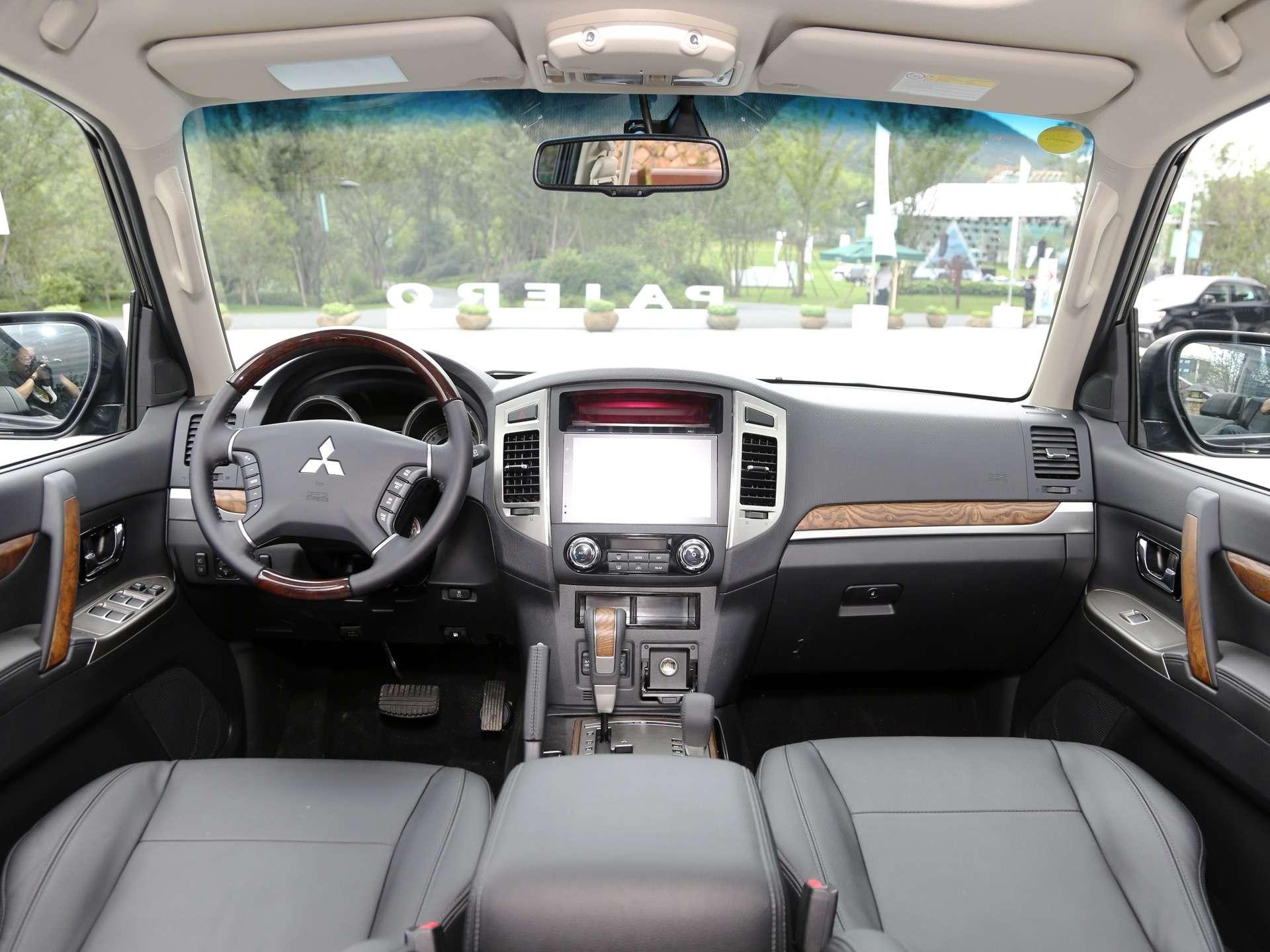 Mitsubishi Pajero IV: вечно молодой, нотеперь золотой!— фото 883535