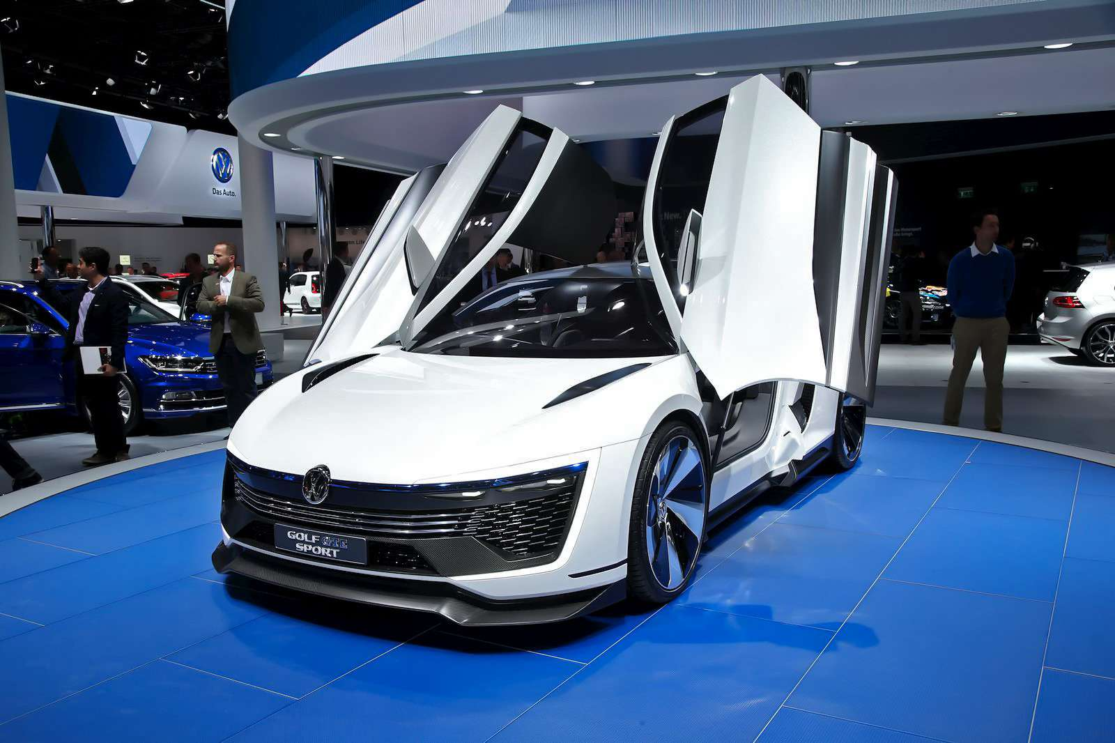 VW_Golf_GTE_Sport_1
