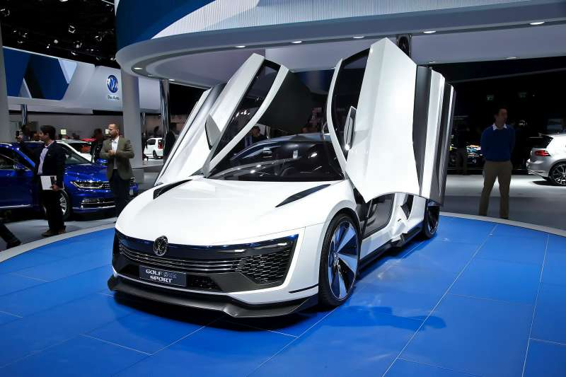 VW_Golf_GTE_Sport_1