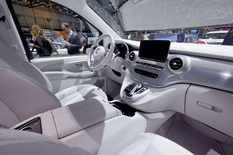 Mercedes-V-Class-Vision-9