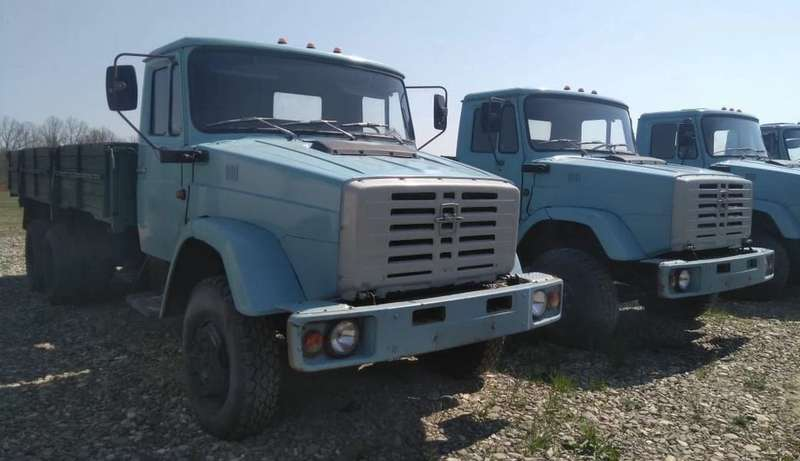 Найдена стоянка сновыми грузовиками ЗИЛ