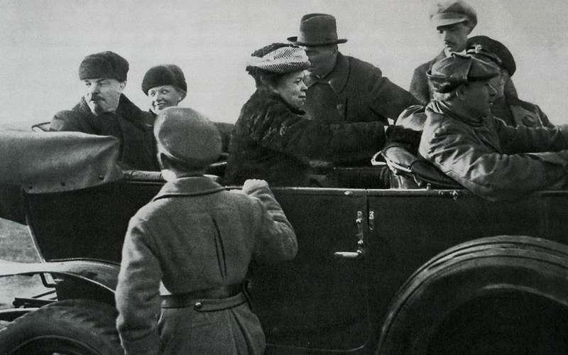 Начем ездили советские генсеки: отИльича доСергеича