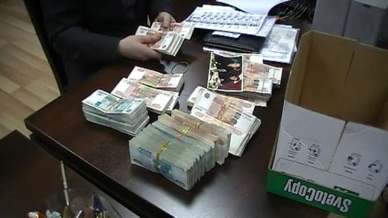 В Москве задержали работников автосалона, вынуждавших клиентов брать кредиты