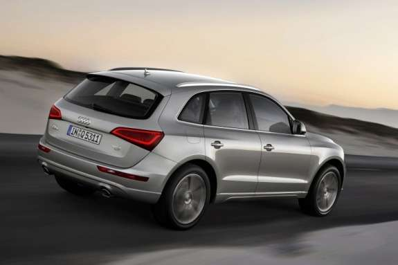 Facelifted Audi Q5 side-rear view